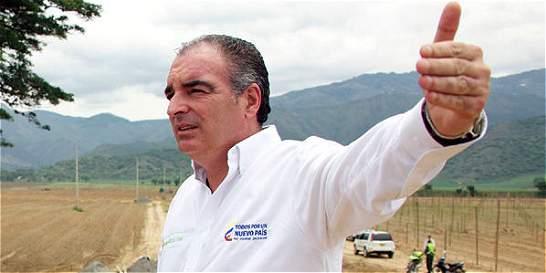 Ministro de Agricultura sale ileso de percance aéreo