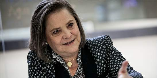'El compromiso con la paz no es solo de palabra': Clara López