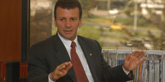 'Vivo fuera del país por seguridad', dice expresidente de Saludcoop
