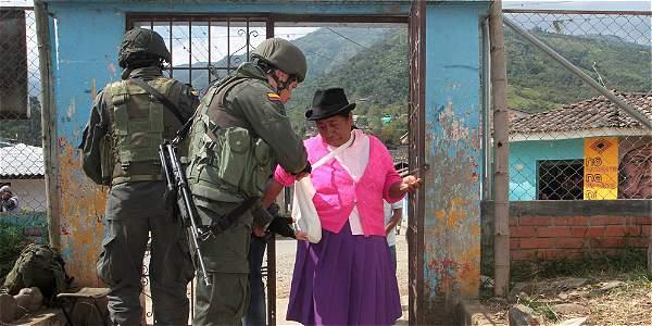 En zonas como Toribío (Cauca) Ejército vigiló desarrollo de los comicios. No hubo hechos violentos.