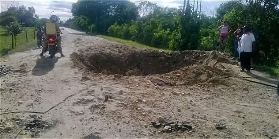 Autoridades trabajan para habilitar vía en Arauca, tras atentado