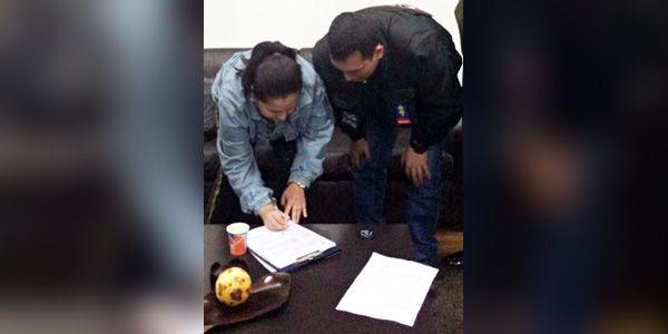 Instante en el que Hurtado es notificada por la Fiscalía de los requerimientos judiciales en su contra.