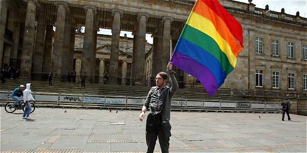 Decisión sobre adopción gay queda en manos de un conjuez