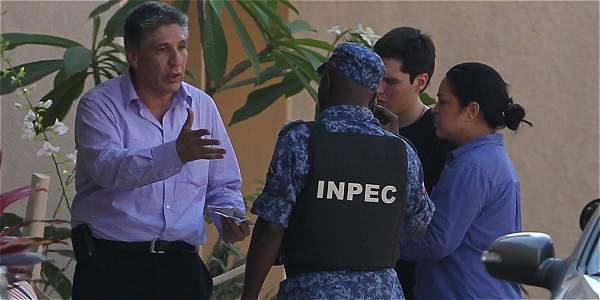 En 2012 la Fiscalía liberó a Sigifredo López, exsecuestrado por las Farc, a quien acusaron de vínculos con ese grupo.