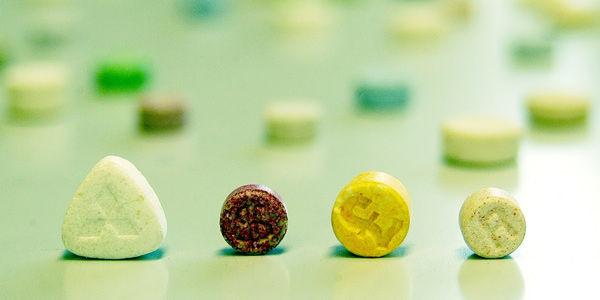 La mayoría de estas drogas son diseñadas químicamente en Europa, en especial en Holanda.