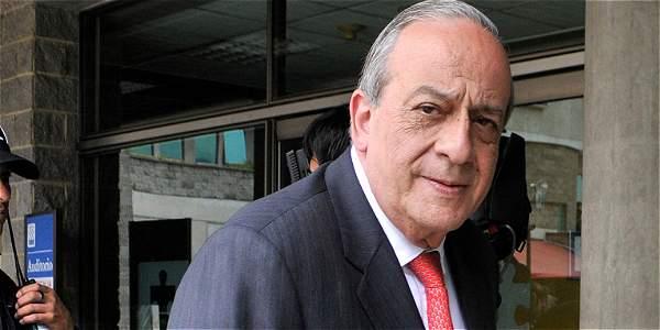 Abogado Víctor Pacheco no descarta colaboración con Fiscalía