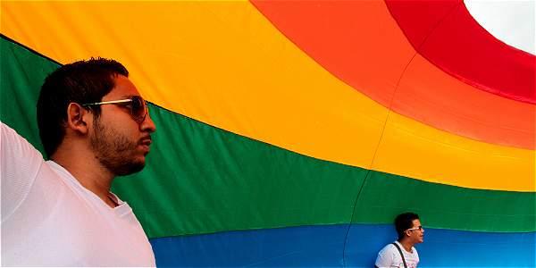 Corte nombrará conjuez para decidir sobre adopción para parejas gais