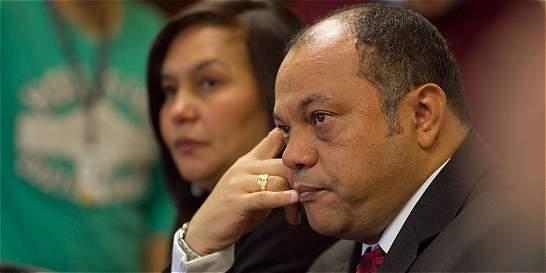 Luis Colmenares denuncia a magistrado Vargas en Comisión de Acusación