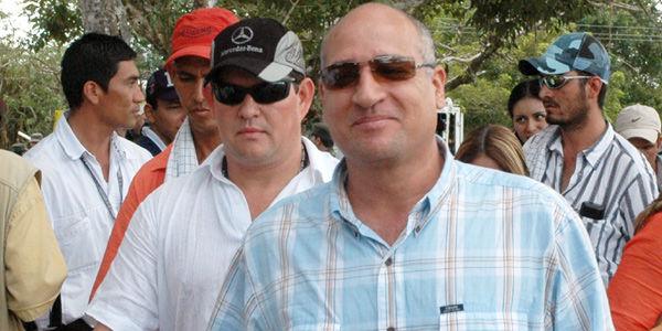 Vicente Castaño Gil (al frente) y Jesús Ignacio Roldán, 'Monoleche' (atrás, de gorra negra).