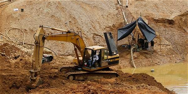 Suspenden provisionalmente normas de áreas estratégicas mineras