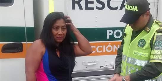 Mujer ocultaba 600 gramos de coca en la suela de sus zapatos