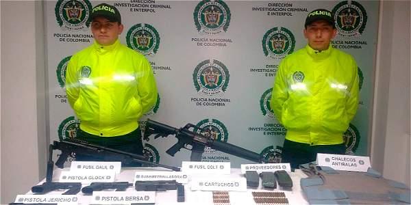 Incautan armamento al interior de un carro en bogot archivo digital de noticias de colombia y - Lntoreor dijin ...