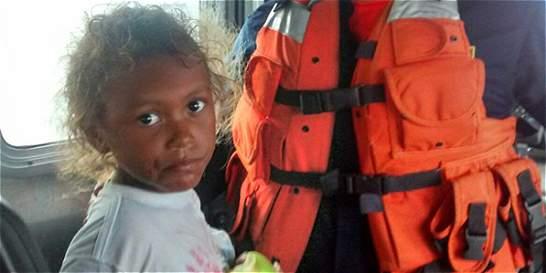 Siete personas se salvaron de milagro luego de 15 horas a la deriva