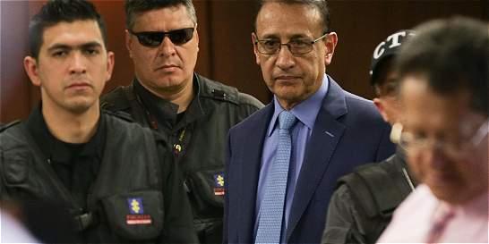 Álvaro Cruz enfrenta otro lío por millonarios contratos
