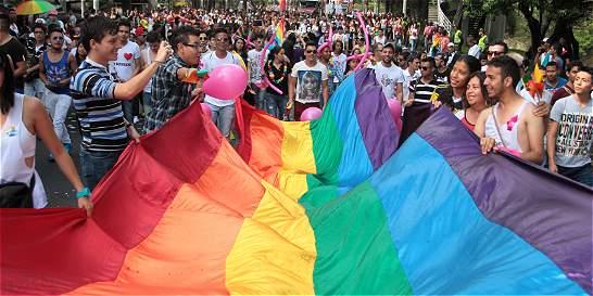Derecho del menor a una familia, clave en luz verde a adopción gay