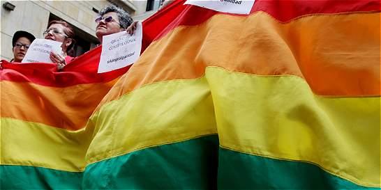 Las posibilidades del arsenal jurídico contra la adopción gay