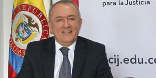 Rector de la U. de Fiscalía pide a Ministerio de Educación intervenir