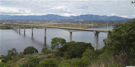 Ordenan reabrir provisionalmente hidroeléctrica de El Quimbo