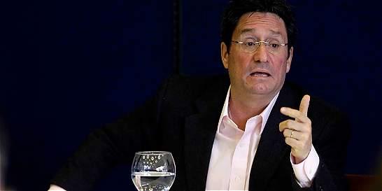 En firme, investigación contra Francisco Santos por nexos con 'paras'