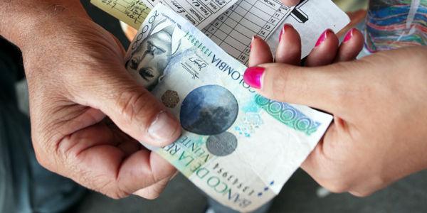 En la mayoría de los casos cobran intereses del 20 por ciento mensual, mientras que la tasa legal en Colombia es del 2,46 por ciento.