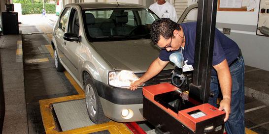 La pelea por jugoso seguro en revisión de vehículos