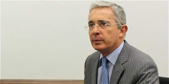 Fiscalía compulsó copias para investigar al expresidente Uribe