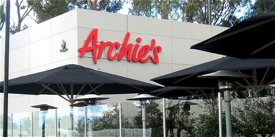 Dueño de franquicias de Starbucks y Domino's se quedó con Archie's