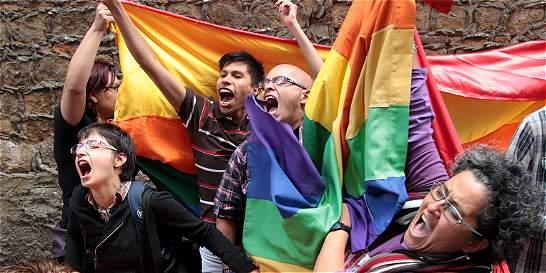 Proponen que el matrimonio, incluyendo el gay, sea derecho fundamental