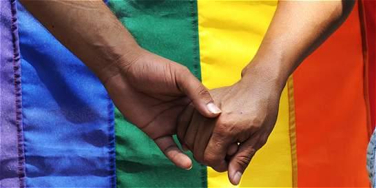 Gais no deben registrar unión marital de hecho para recibir pensión