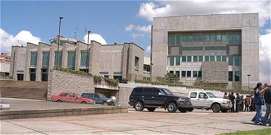 Los cuatro procesos en los que Fiscalía investiga a tres periodistas