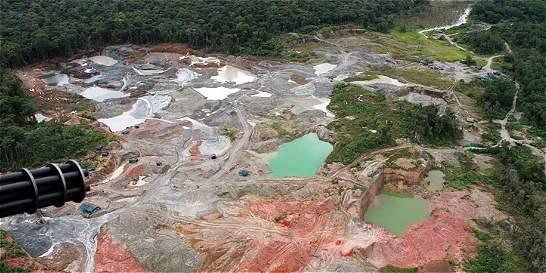 Minería ilegal arrasa con más bosques que la coca
