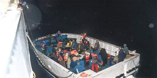 Rescatados 24 extranjeros que estaban a la deriva en el Pacífico