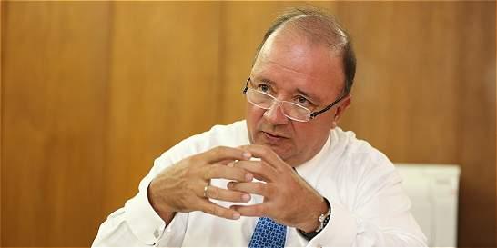 Mindefensa, Luis Carlos Villegas, acata investigación en su contra