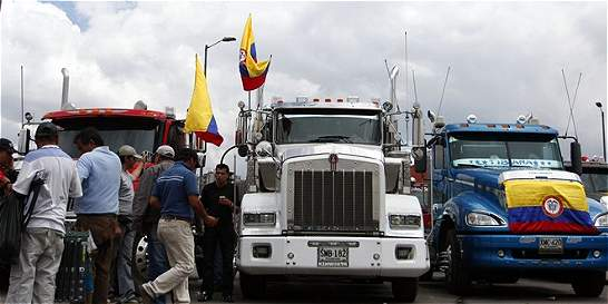 Líderes de camioneros y MinTransporte se reúnen en este momento