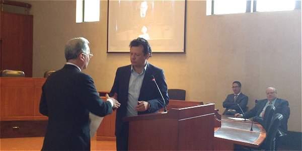 Expresidente Álvaro Uribe rectificó palabras contra Hollman Morris