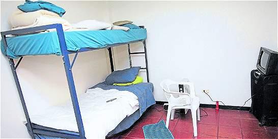 Controversia por la celda de guardianes presos por extorsión