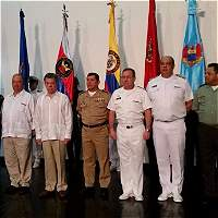 Santos hace reconocimiento a Fuerza Pública por sus aportes a la paz