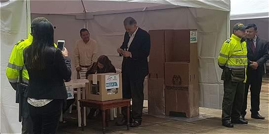 Exprocurador llevó su propio marcador para votar por el 'No'