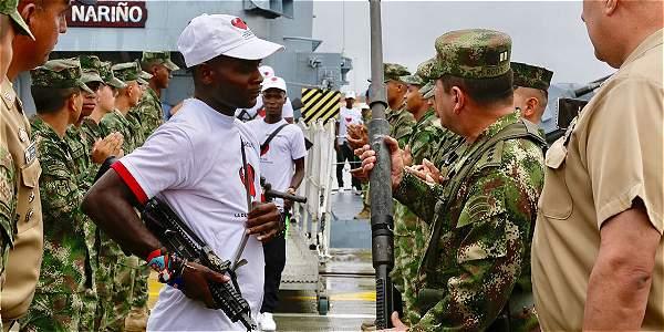 El comandante de las Fuerzas Militares, general Juan Pablo Rodríguez, recibió a los guerrilleros desmovilizados.