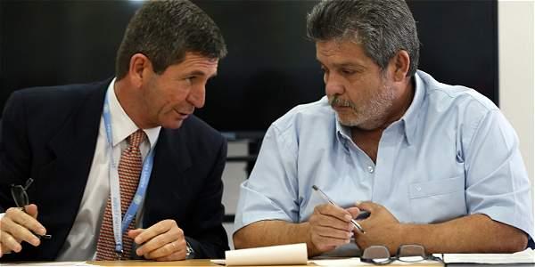 General Javier Pérez (Izq.), jefe de la delegación de Monitoreo de la ONU, y 'Marcos Calarcá', jefe de verificación de las Farc.