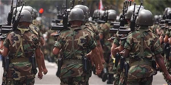 Los detenidos son acusados del cobro irregular de pensiones por invalidez, las que facilitan a miembros del Ejército y que son pagadas por el equipo de Sanidad de la institución castrense.