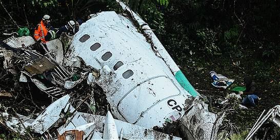 Audios de pilotos y torre de control dan claves del desastre aéreo