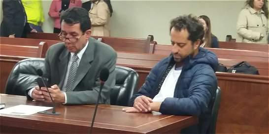 Buscan a taxista que llevó a una clínica a Rafael Uribe Noguera