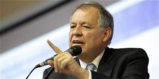 Santos miente al decir que no luchamos contra la corrupción: Ordóñez