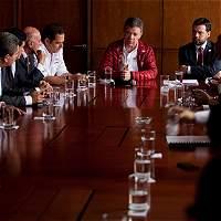 Congresistas 'azules' piden escuchar a Zuluaga y a Santos para decidir