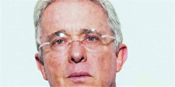 Acuerdo 'sustituye a la justicia para absolver a Farc': Uribe