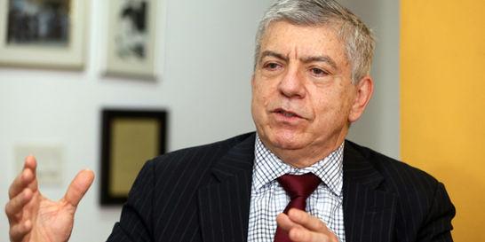 'La Haya cogió a Colombia como conejillo de Indias': César Gaviria