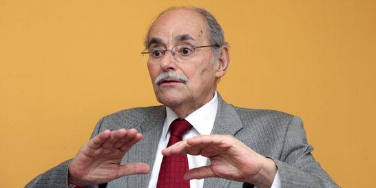 'Es raro que Vargas Lleras no diga ni mu sobre la paz': Serpa