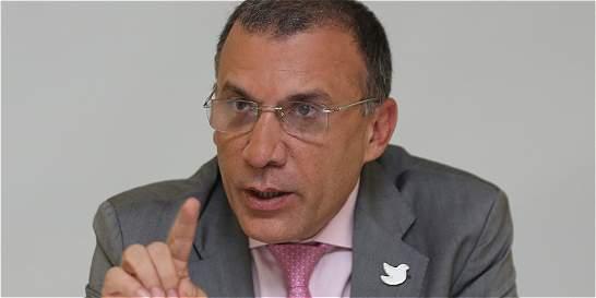 Piden evaluar posibilidad de director único en el partido de 'la U'