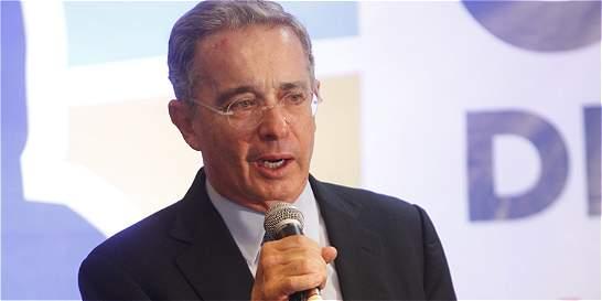 El polémico premio que quiere entregar el Movimiento Machista a Uribe